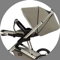 Подножка и спинка оснащены полуавтоматической системой регулировки наклона. Это позволяет маме в несколько кликов перевести сидение в вертикальное положение или разложить его, как импровизированную кровать.