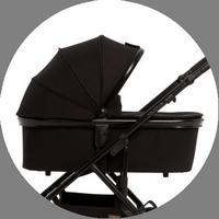 Тёплый и уютный спальный блок коляски Moon Nuova Air выполнен из плотной непродуваемой ткани высокой прочности и алюминиевого каркаса.