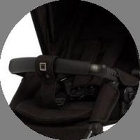 Откидной бампер с паховой перемычкой не позволят малышу выскользнуть из коляски, дополнительно ребёнка рекомендуется пристегиваться мягкими пятиточечными ремнями безопасности. Кстати, они регулируется по высоте, вы всегда сможете подстроить их под рост ребёнка.