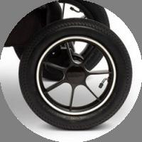 Надувные колеса выполнены из мягкой резины и не боятся проколов.