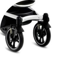 С возможностью фиксации для езды по прямой передние поворотные колеса, обутые в вспененную резину
